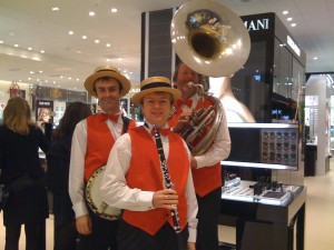 Silk Street Jazz entertain shoppers