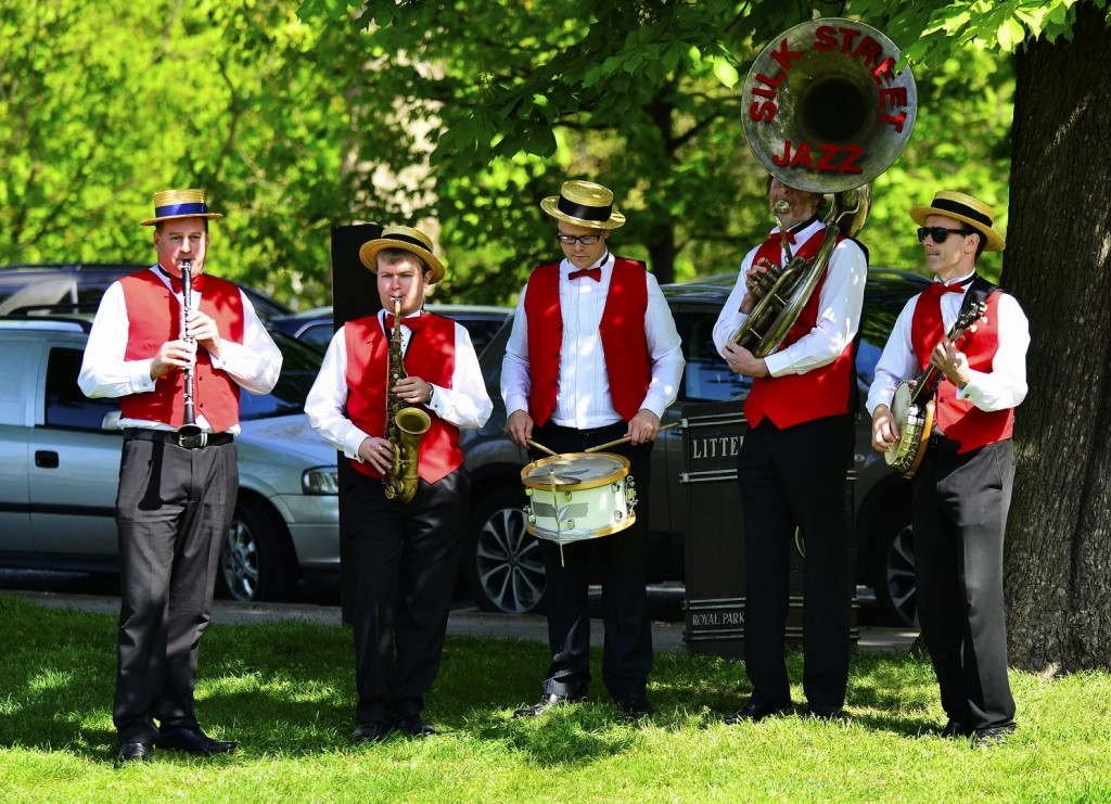 Silk Street Jazz, a London Dixie Jazz Band, support the North London Hospice